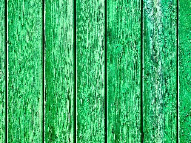 Dřevěný plot vám může zdobit zahradu mnoho let