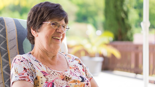 babička s brýlemi
