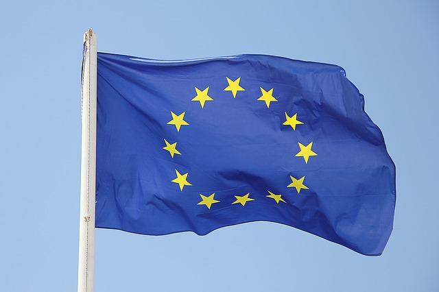 vlajka eu na stožáru.jpg